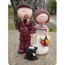 Bride and groom with cat wedding cake toppers