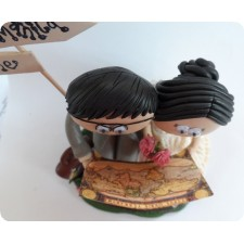 Cake topper of travelling couple