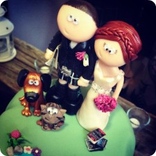 Scottish wedding cake topper on the cake